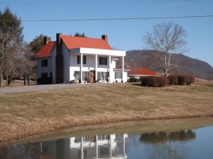 Farm House in Powell Valley 450,000